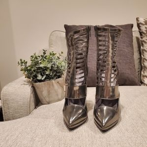 Brand new Versace leather heels size 35 5